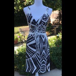 Summer dress blk/ wht jungle v neck